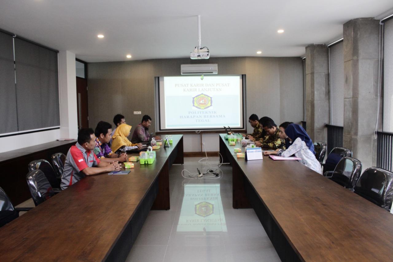 Study Banding Pusat Karir Polman Ceper Ke Politeknik Harapan Bersama Tegal